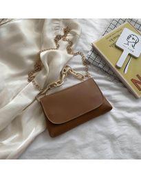 Дамска чанта в кафяво с капак и метална дръжка - код B41