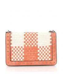 Дамска чанта в розово с ефект преплетена кожа и метални капси - код 92083